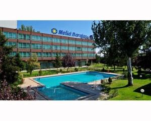 Los mejores hoteles con piscina en madrid milota for Hoteles en madrid con piscina